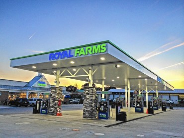 Customer - Royal Farms Store Photo